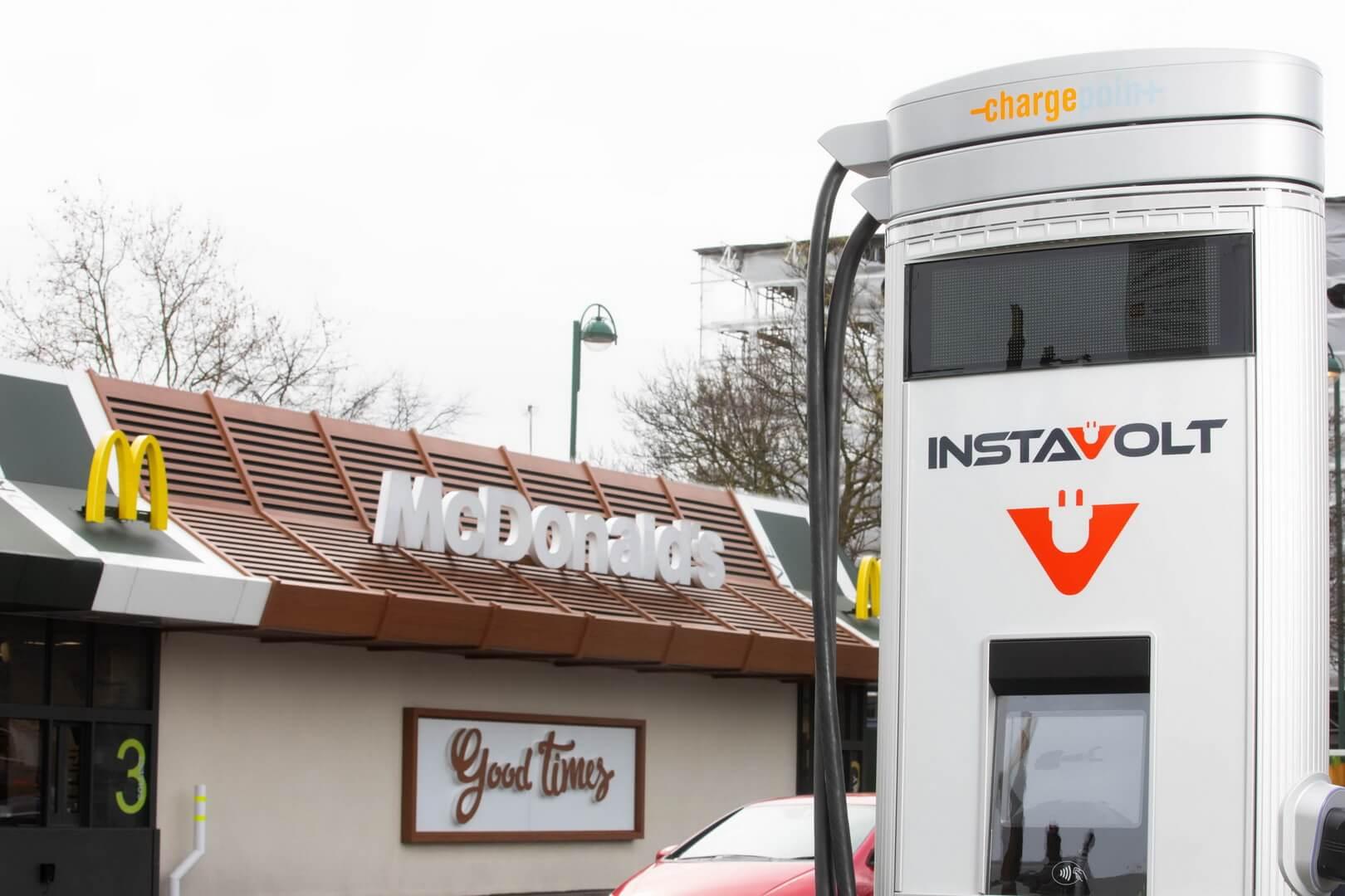 McDonald's установит зарядные станции для электромобилей на парковках ресторанов в Великобритании
