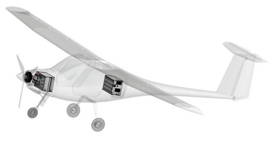 Один аккумулятор расположен вносовой части самолета, авторой— закабиной