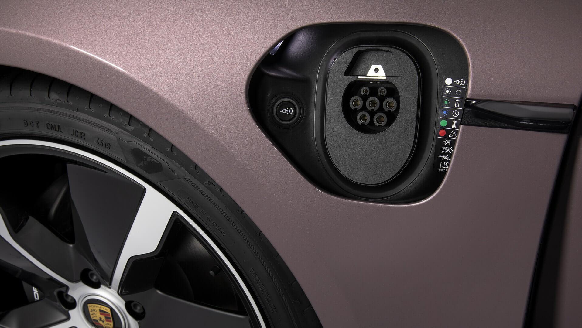 Порт GB/T 20234 переменнонго тока в Porsche Taycan