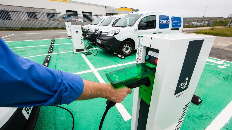 Городской совет Лидса вВеликобритании пересаживается наэлектрофургоны Renault Kangoo Z.E.