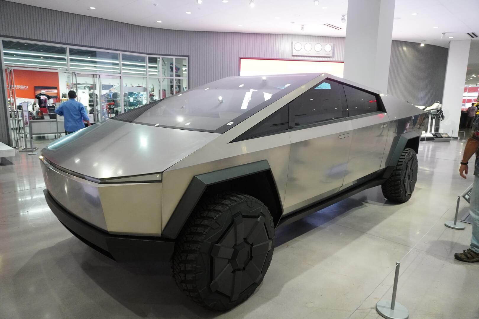 Tesla Cybertruck стал экспонатом Автомобильного музея Петерсена в Лос-Анджелесе