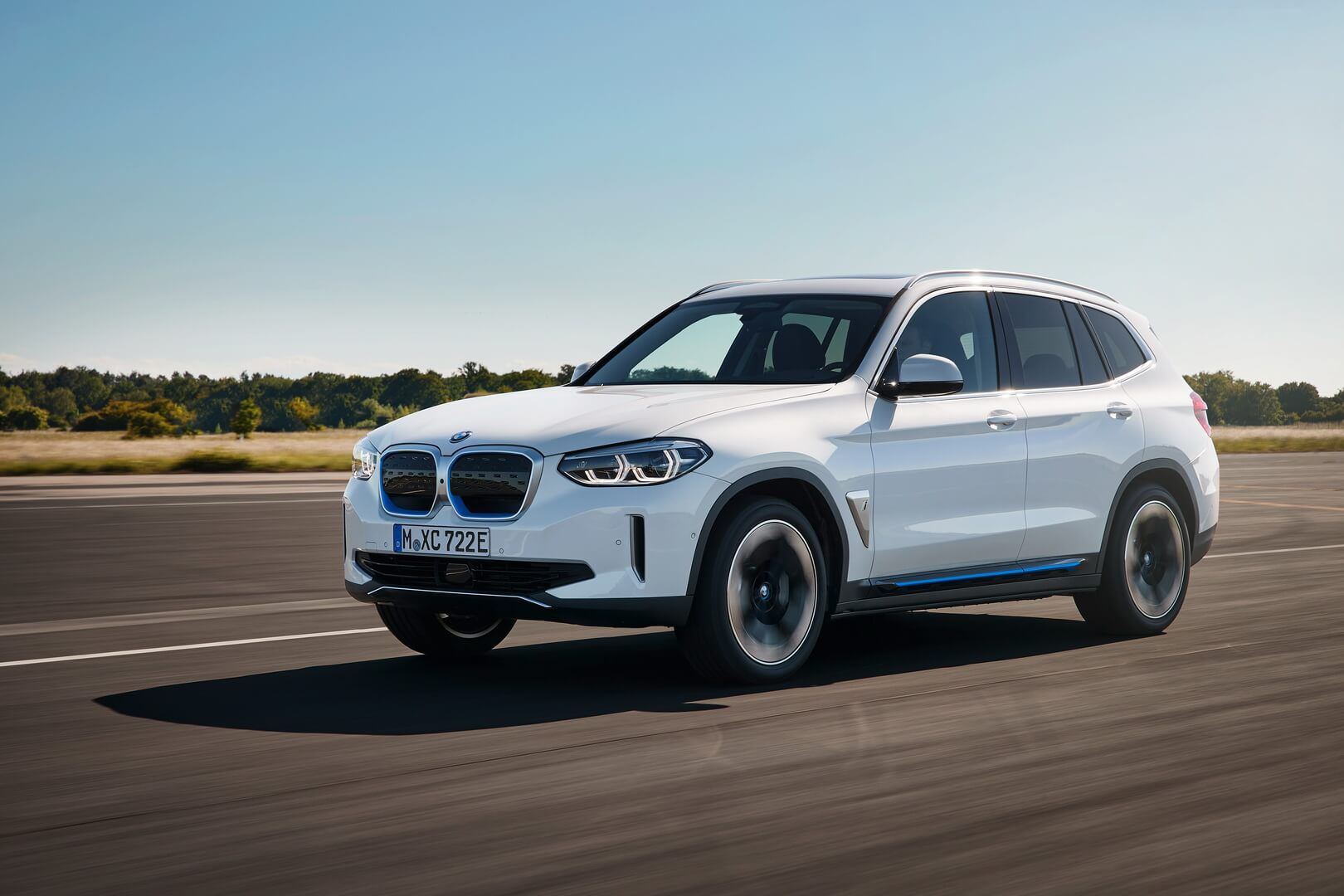 Фотография экоавто BMW iX3 - фото 4