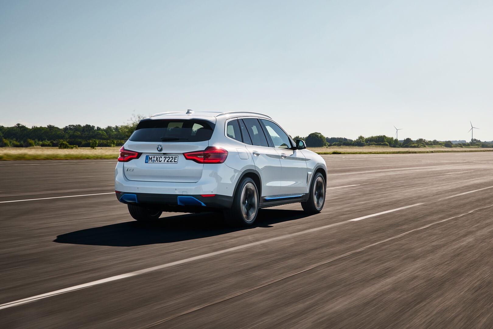 Фотография экоавто BMW iX3 - фото 11