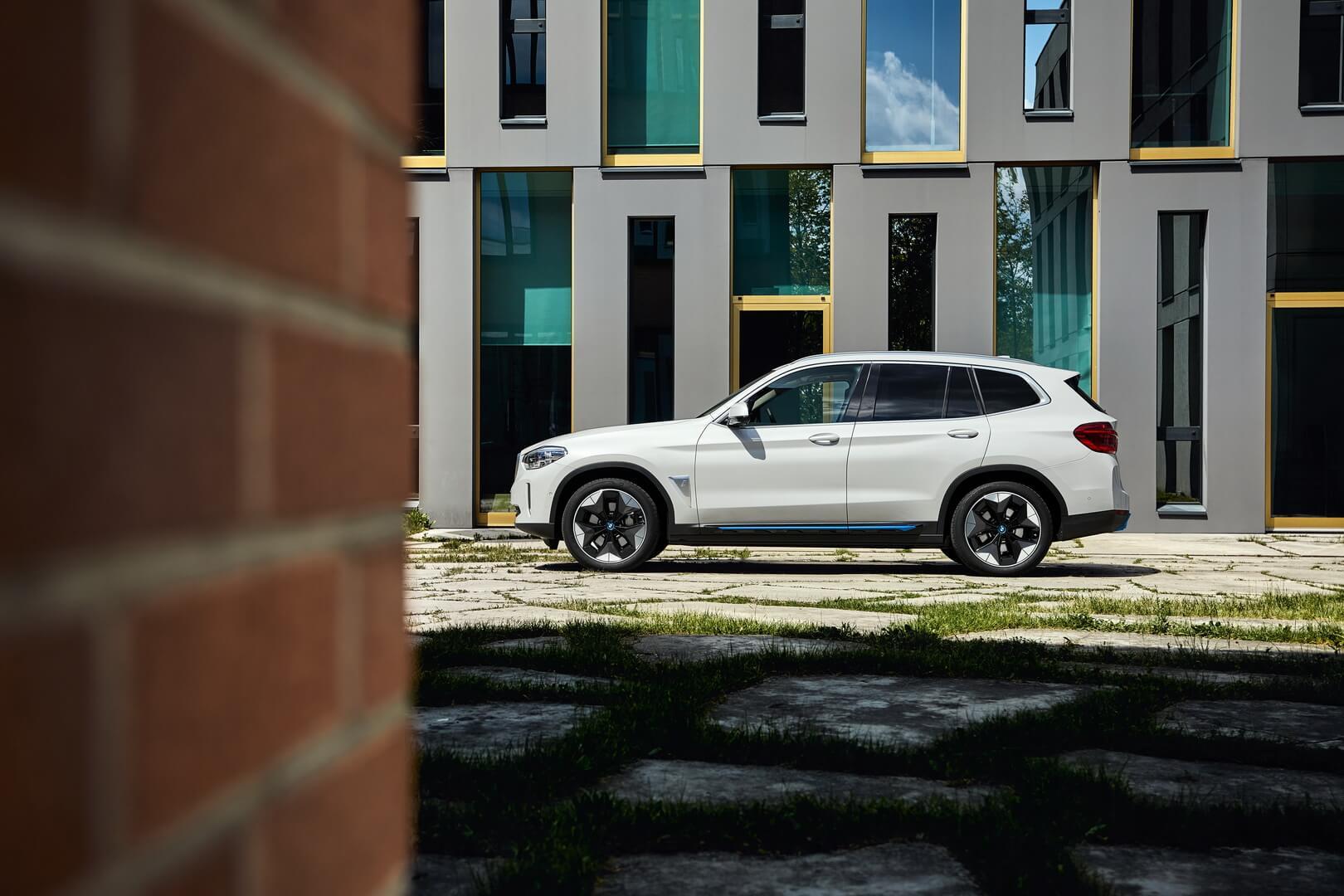 Фотография экоавто BMW iX3 - фото 8