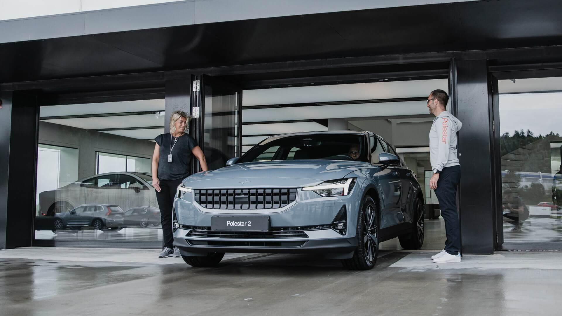 В Европе начались первые поставки Polestar 2 и все автомобили отозваны производителем