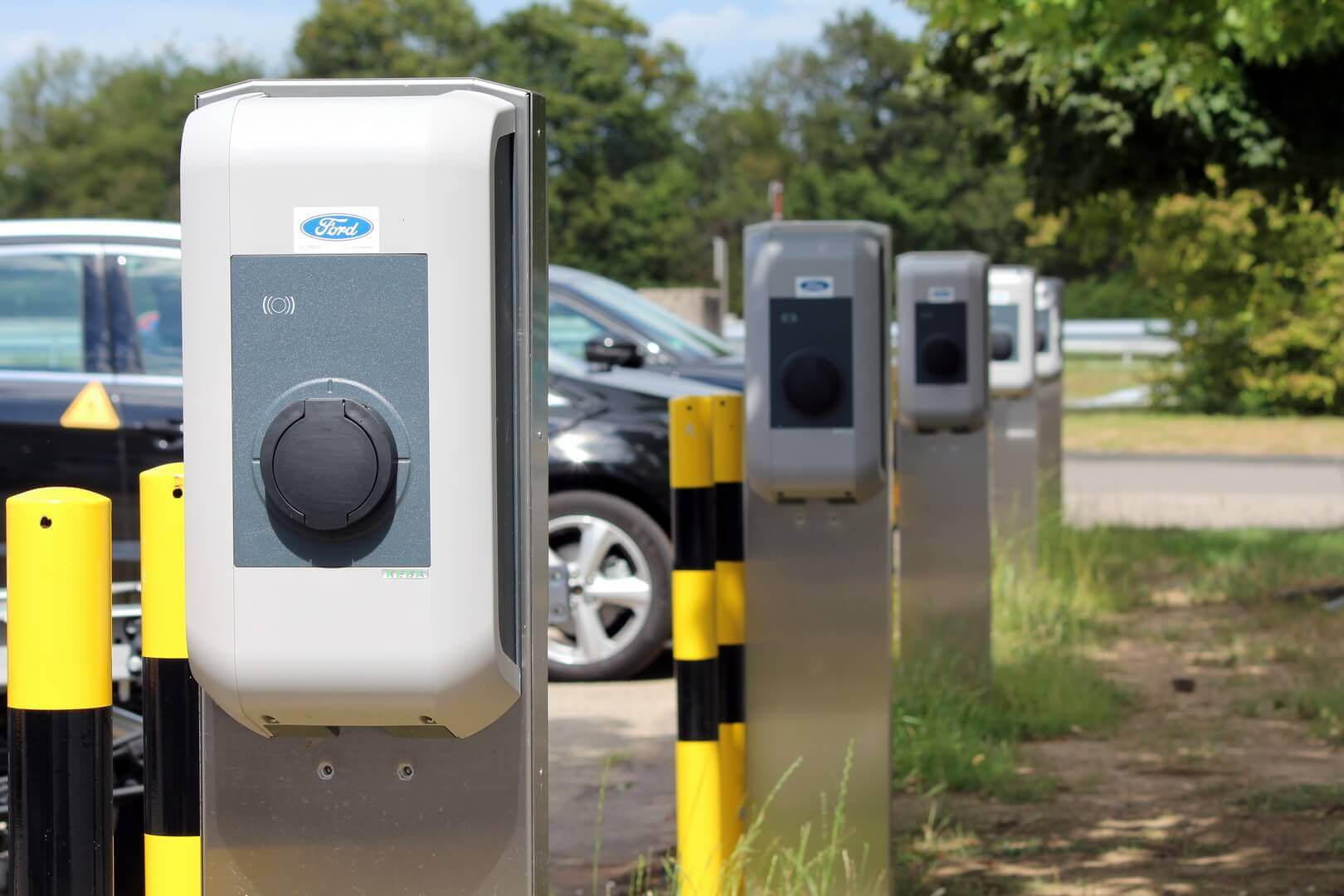 Зарядные устройства переменного тока, которые компания Ford устанавливает в Германии