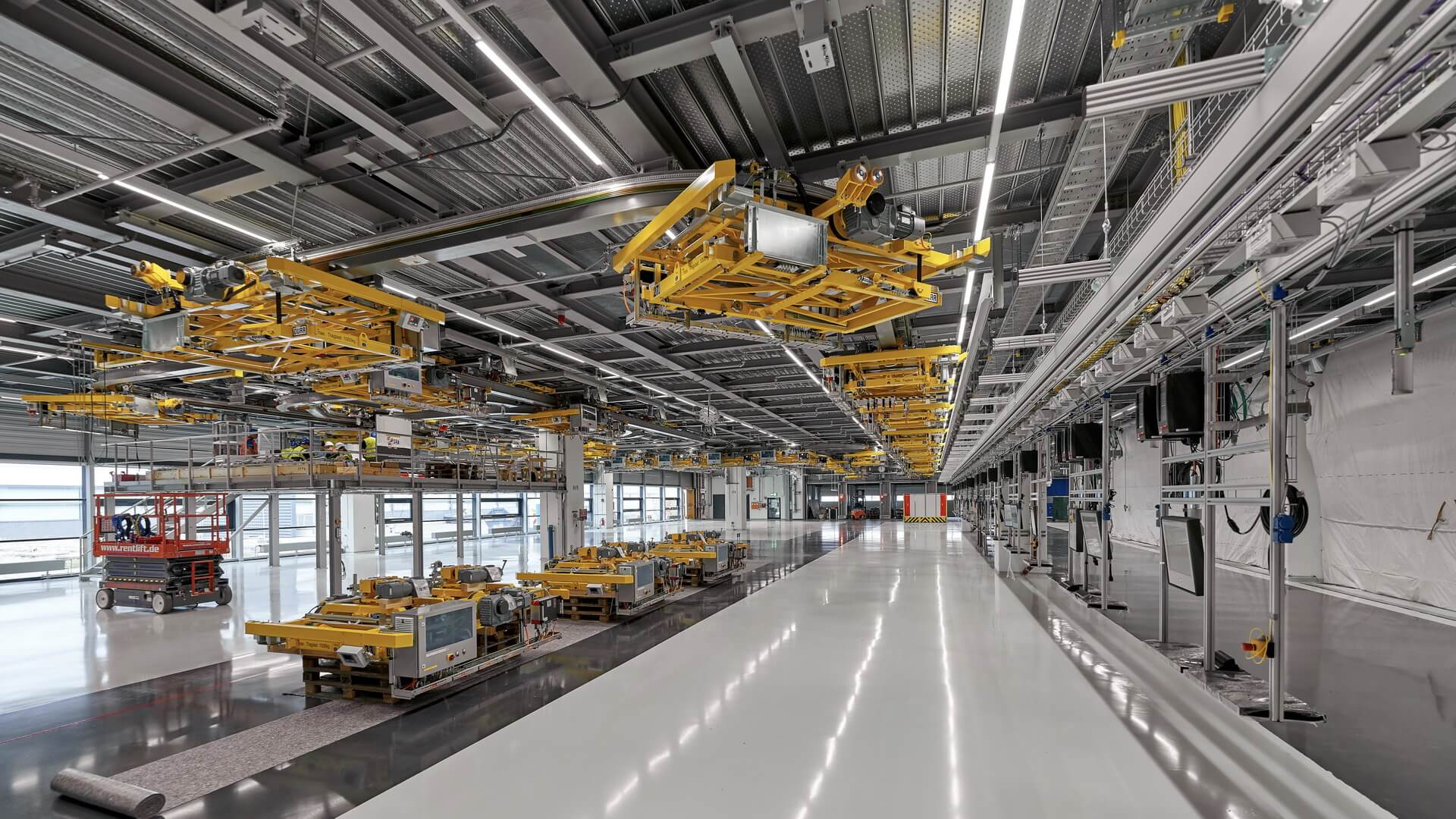 Создание нового кузовного цеха для производства электрического Porsche Macan