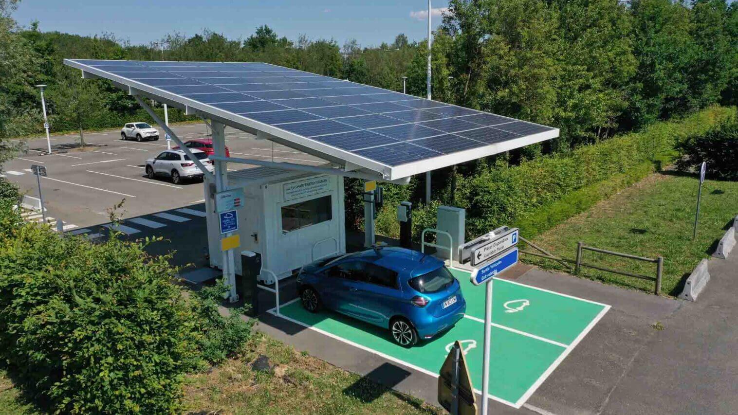 Renault управляет не менее чем 4000 зарядными станциями на своих собственных промышленных и коммерческих площадках и имеет опыт создания электрических экосистем
