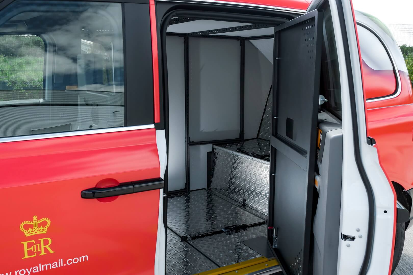 Электрический фургон LEVCVN5 может вместить два европоддона