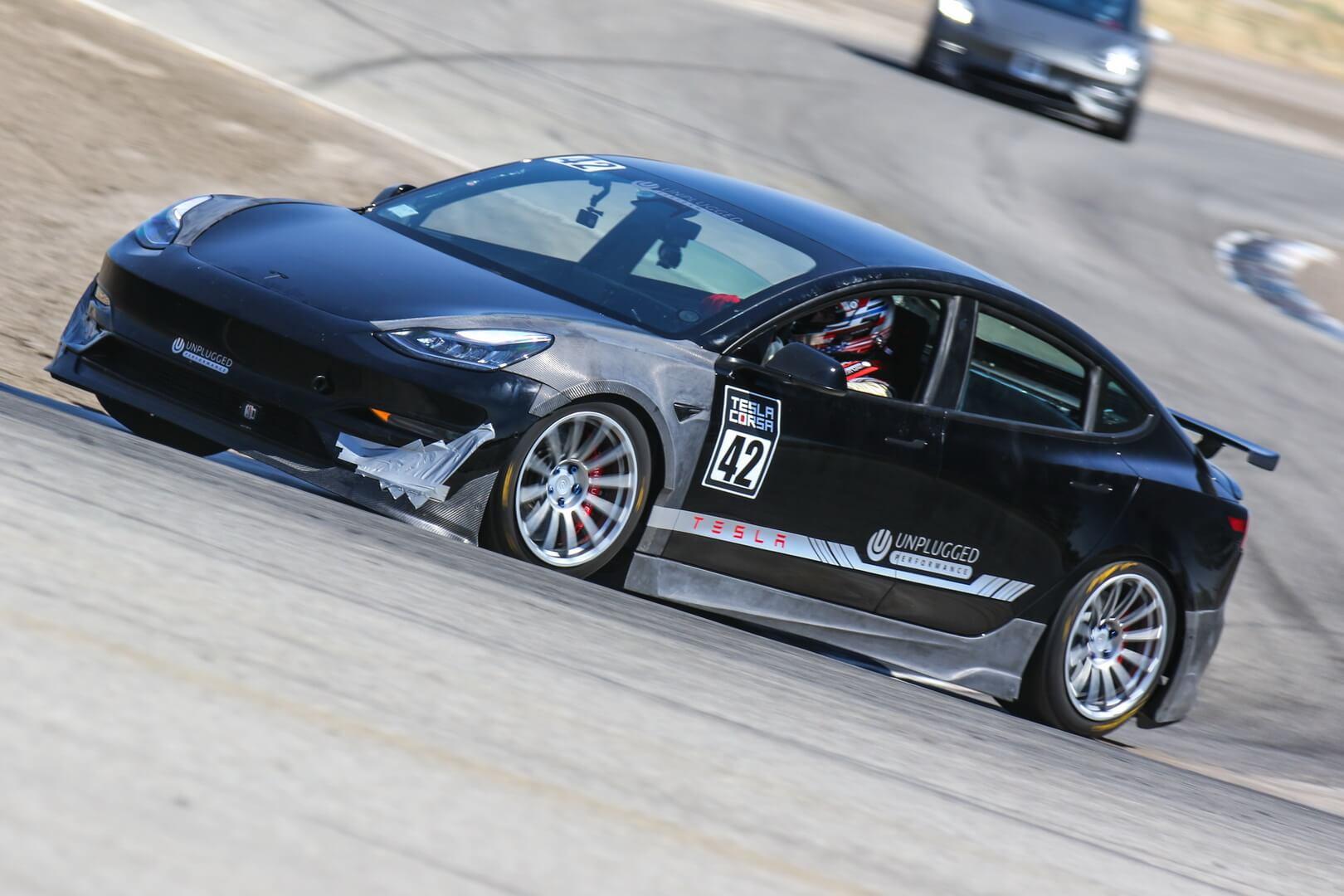 Tesla Model 3 угрожает побить рекорд VW ID.R на гонке Pikes Peak