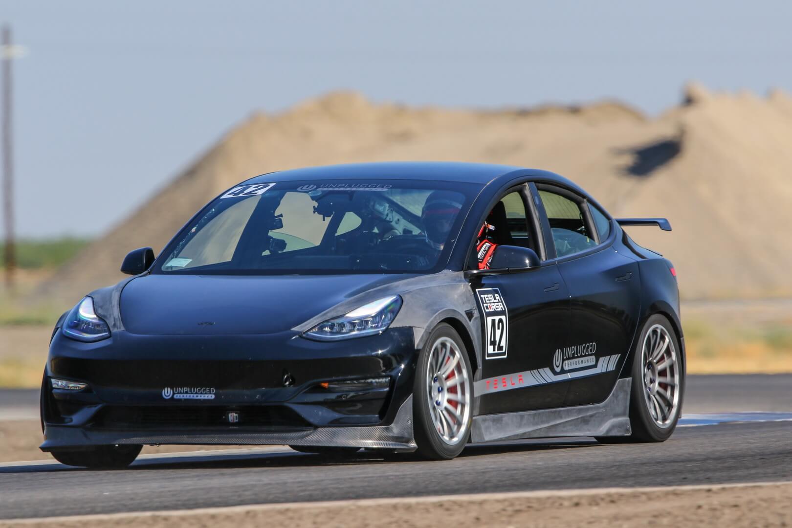 Модернизированная Tesla Model 3 готовится к гонке Pikes Peak