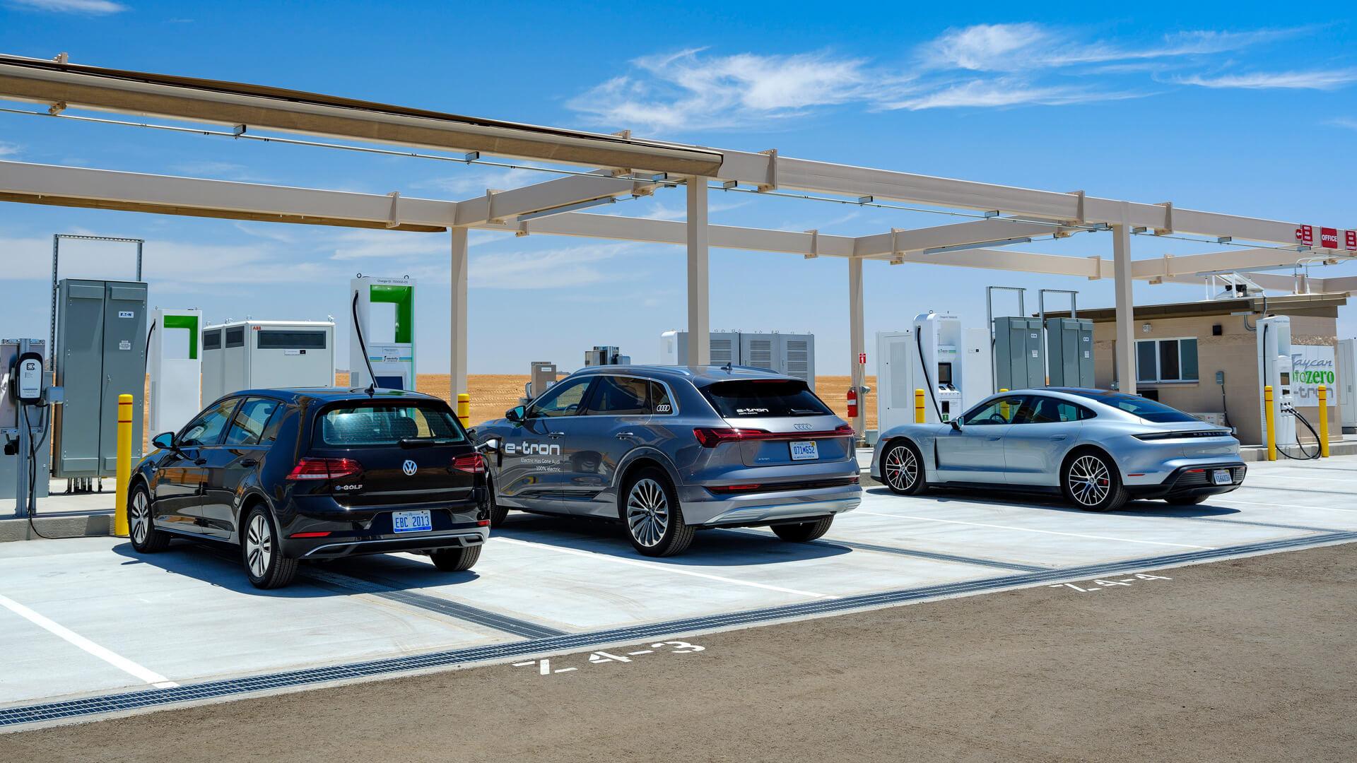 VW открывает зарядную станцию на 50 электромобилей в Аризонском испытательном полигоне