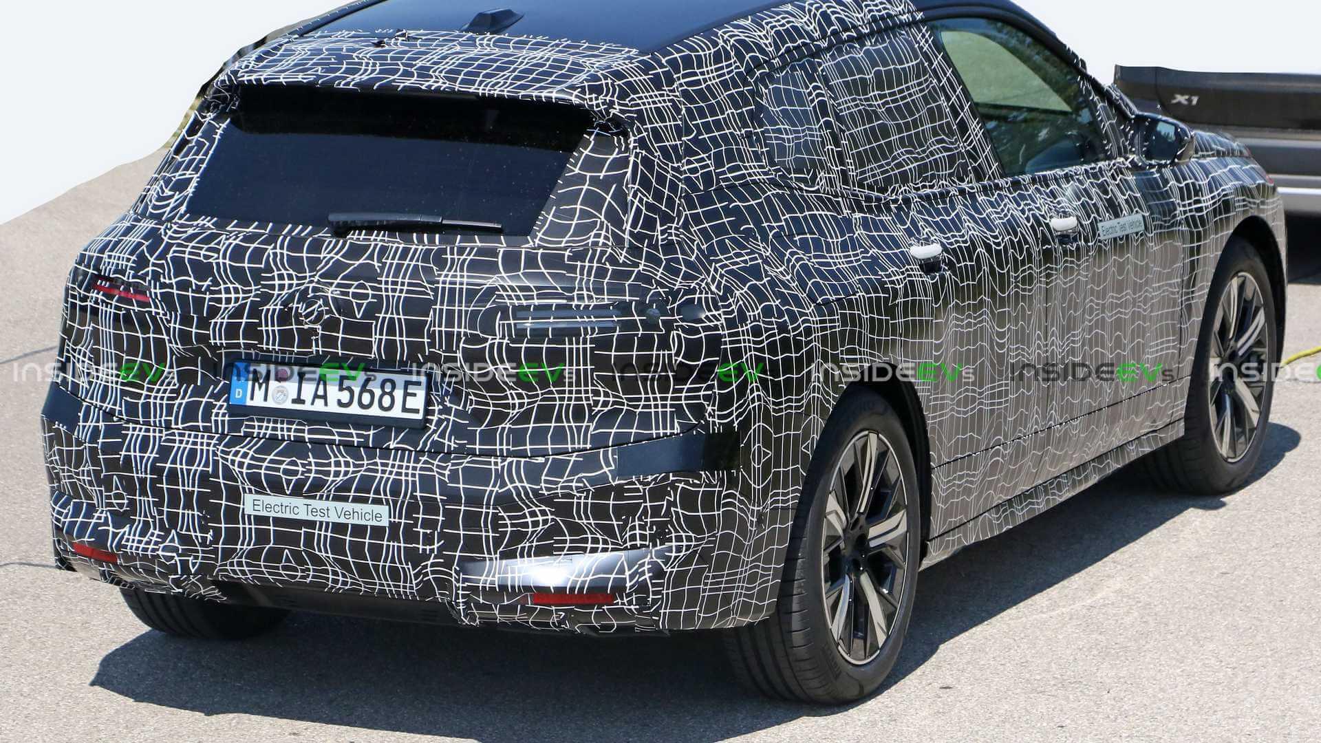 Электрический кроссовер BMW iNext