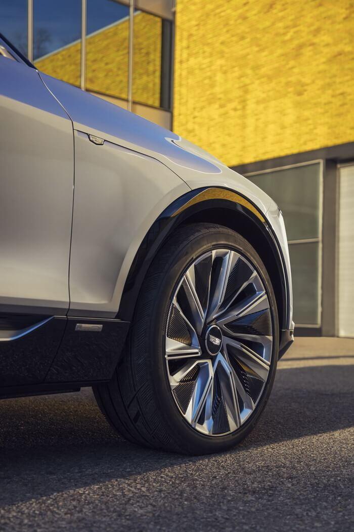 Фотография экоавто Cadillac LYRIQ - фото 9