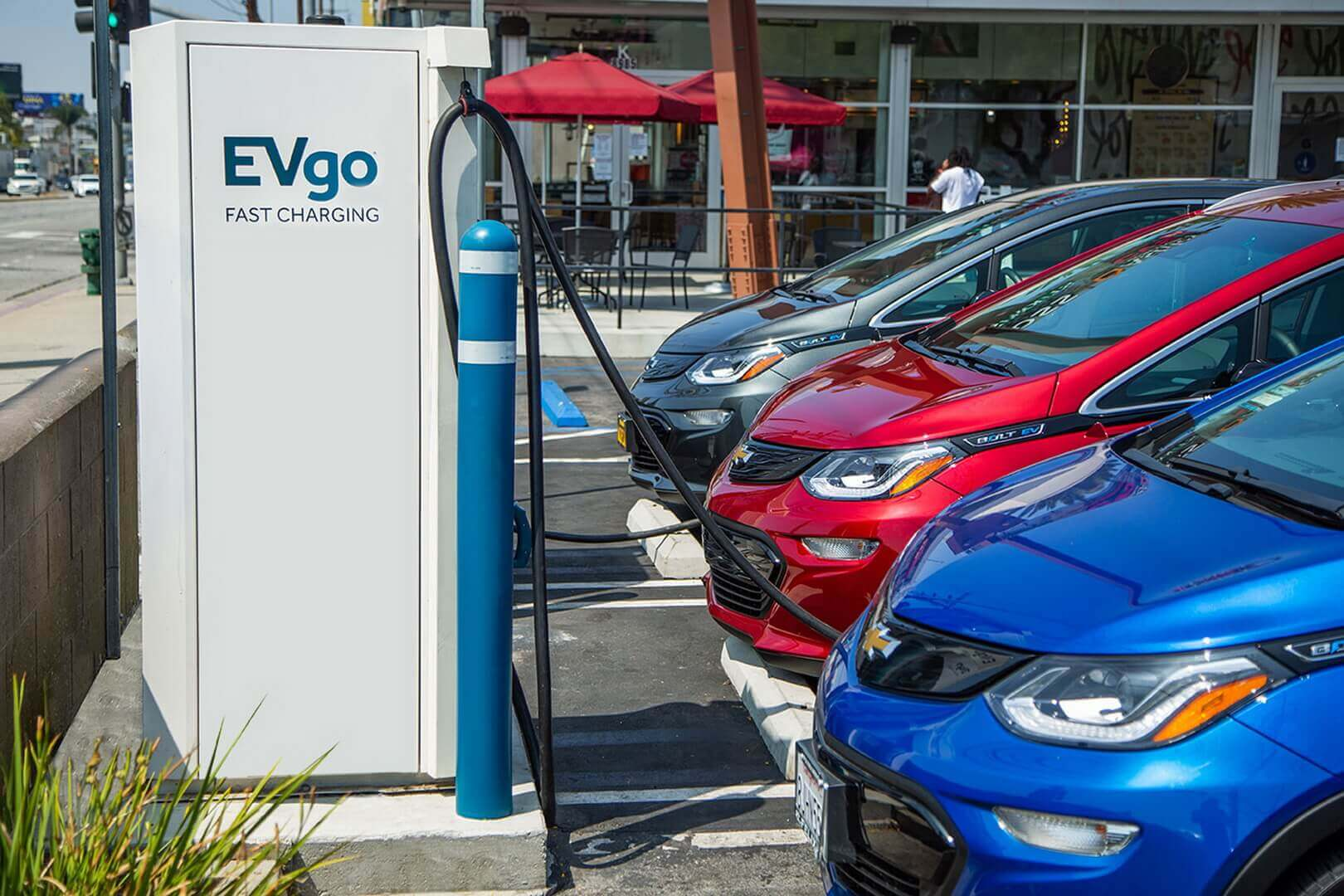General Motors и EVgo стремятся ускорить широкое внедрение электромобилей развивая зарядную инфраструктуру в США