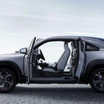 Фотография экоавто Mazda MX-30 «M HYBRID»
