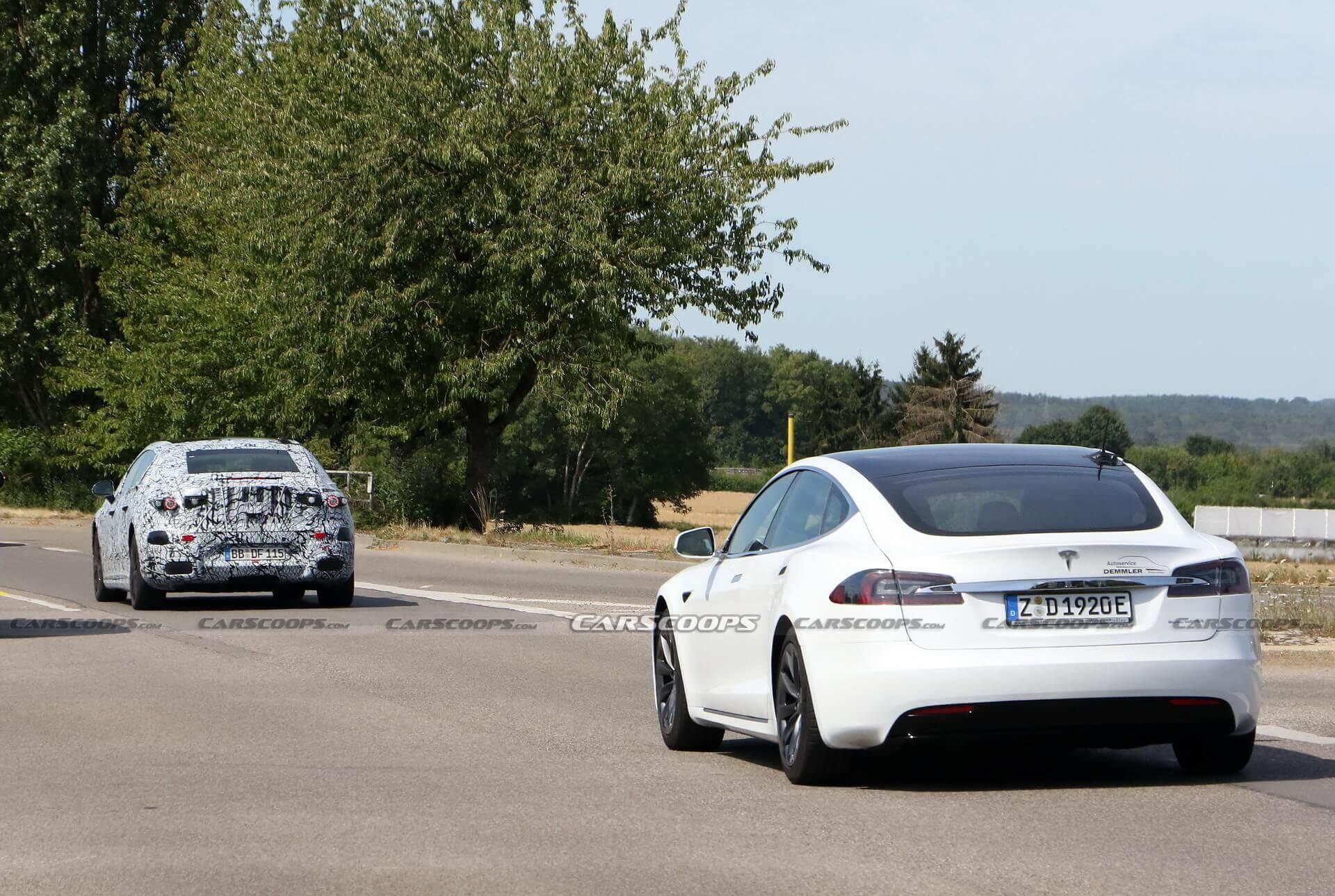 Mercedes-Benz проводит испытания EQS вместе с Tesla