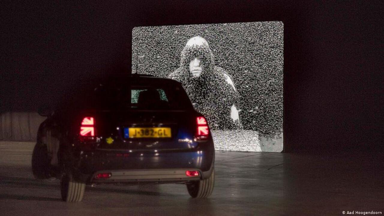 По выставке в электромобиле: новая тенденция художественных галерей