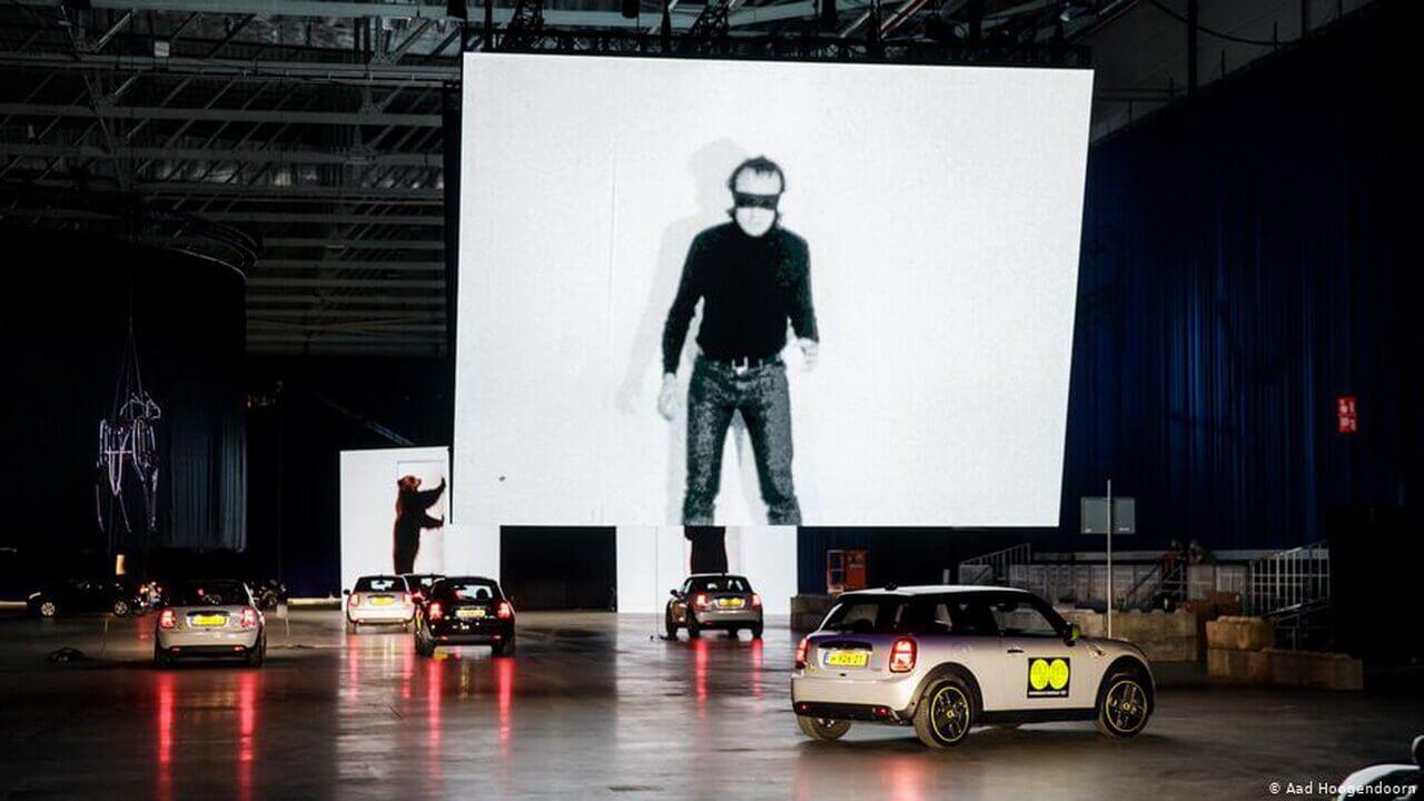 Искусство требует...электромобилей: в Роттердаме работает уникальная галерея