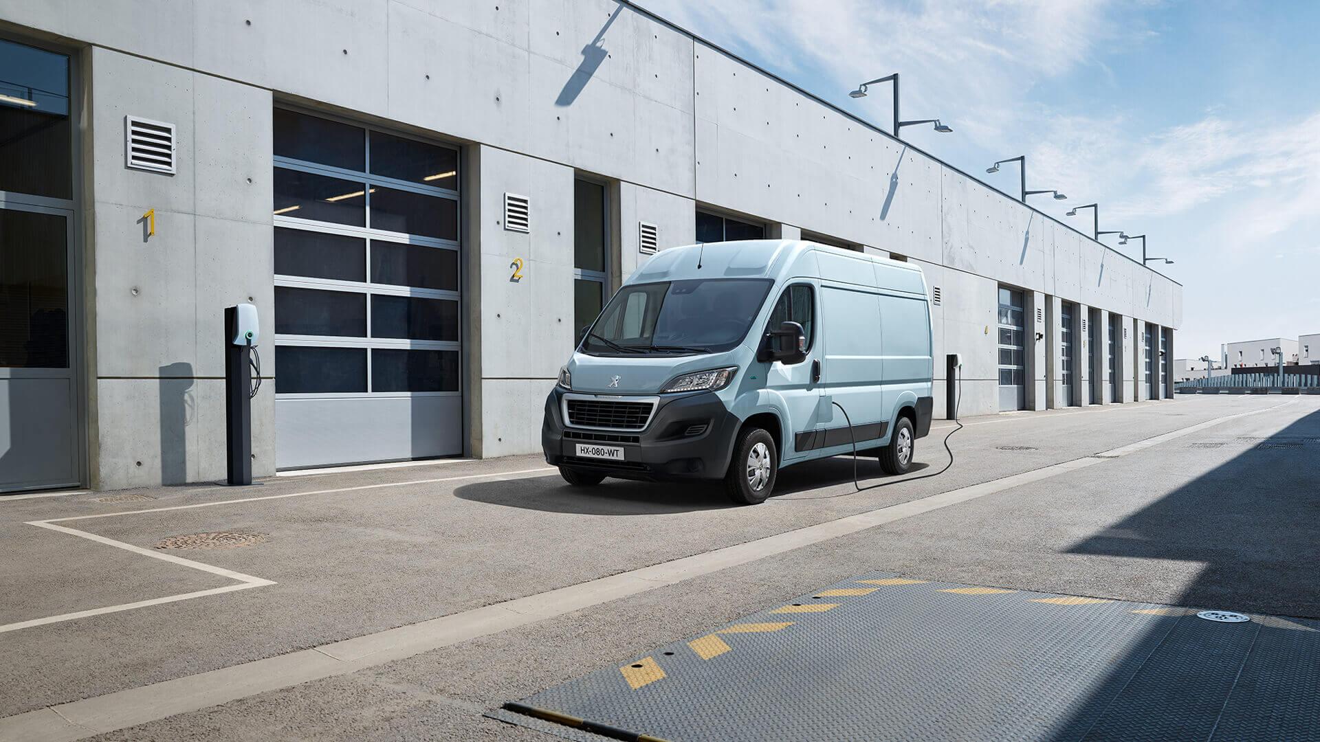 Полноразмерный электрофургон Peugeot e-BOXER