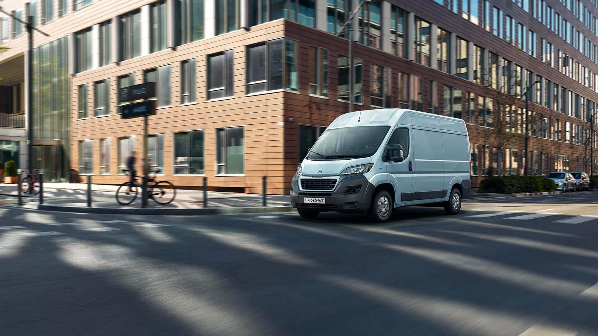 PEUGEOT e-Boxer: электрический фургон с запасом хода до 340 км