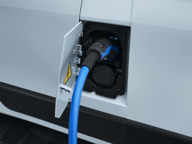 Зарядный порт Peugeot e-Boxer
