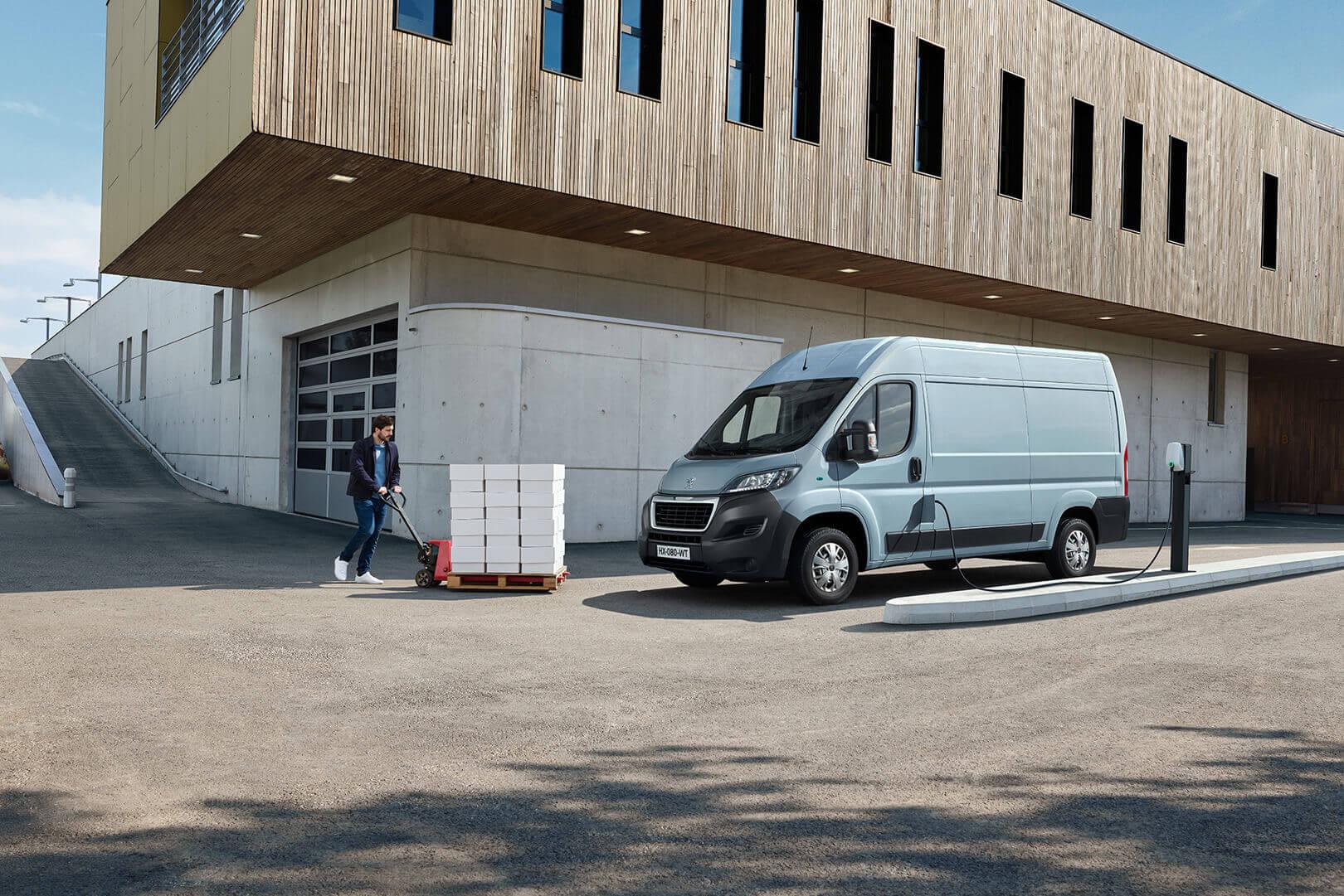 Электрический фургон Peugeot e-Boxe