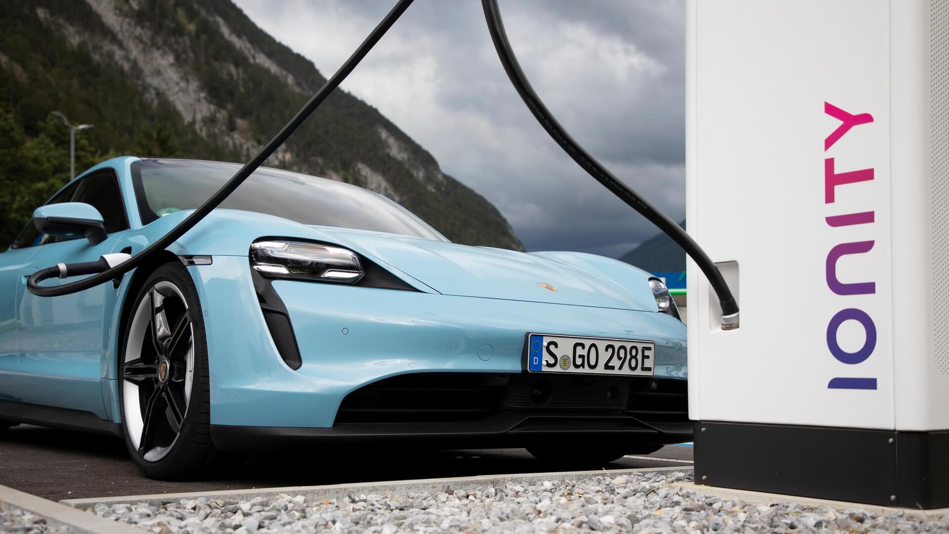 Porsche Taycan на зарядной станции Ionity