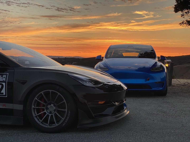 Model 3 Unplugged Performance установила рекорд в Laguna Seca для самого быстрого электромобиля (побила рекорд прототипа Tesla Model S Plaid). Model Y теперь также является самым быстрым кроссовером, с временем круга 1:39.1
