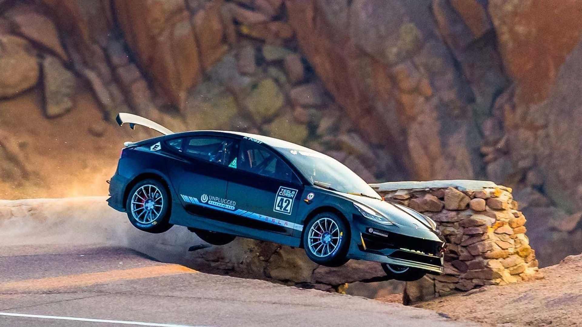 Тюнингованная Tesla Model 3 от Unplugged Performance попала в аварию на Pikes Peak