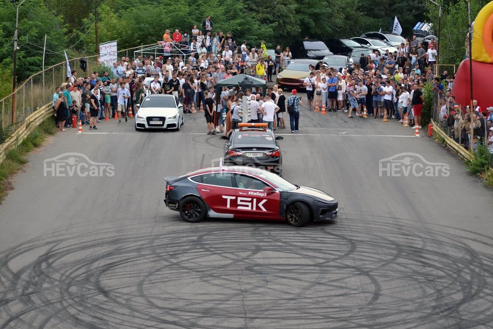 На автодроме Чайка состоялись соревнования по дрэг-рейсингу электромобилей
