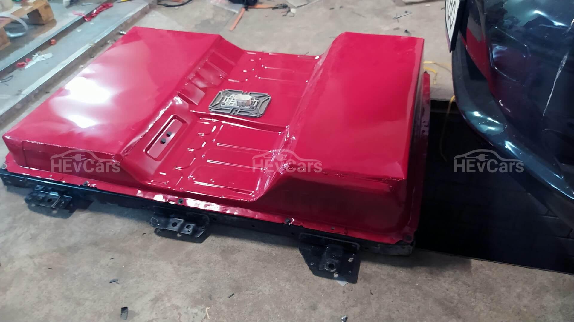 Немного модернизированный корпус стандартной батареи Nissan Leaf первого поколения
