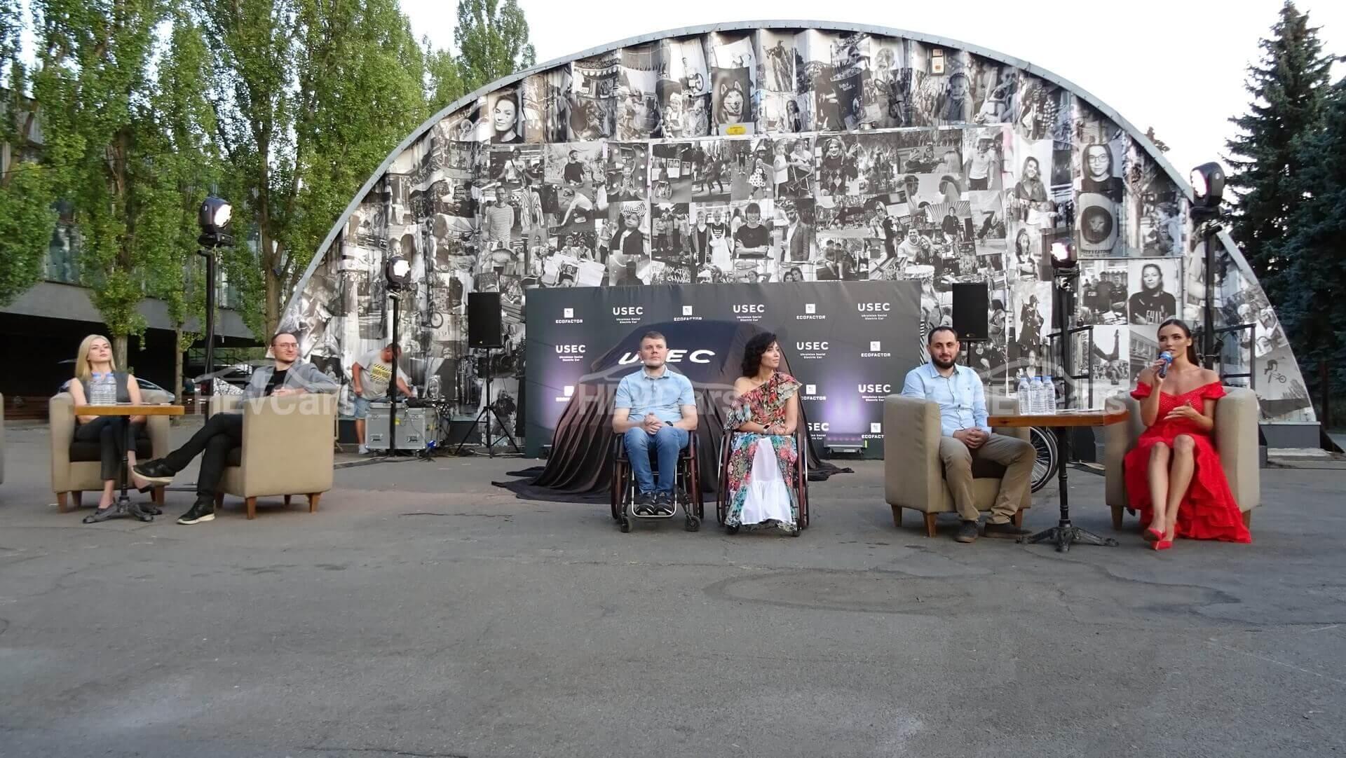 В Киеве представили прототип электрокара для людей с инвалидностью