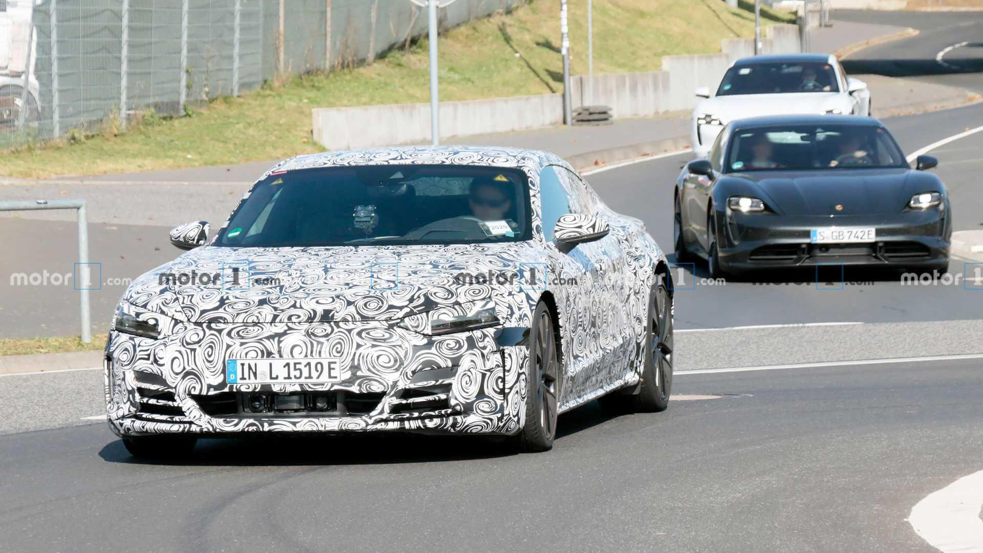 Audi тестирует наНюрбургринге электрический седан e-tron GT