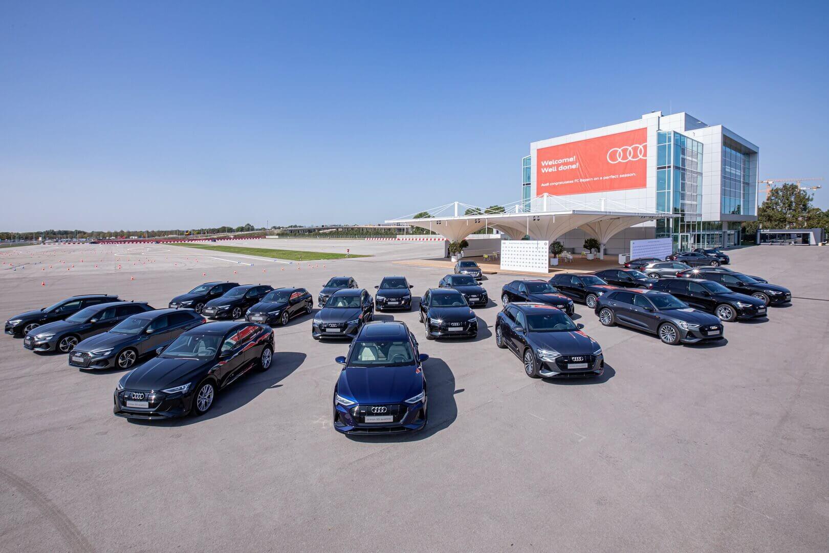 Audi передала игрокам ФК «Бавария» 19 электромобилей e-tron