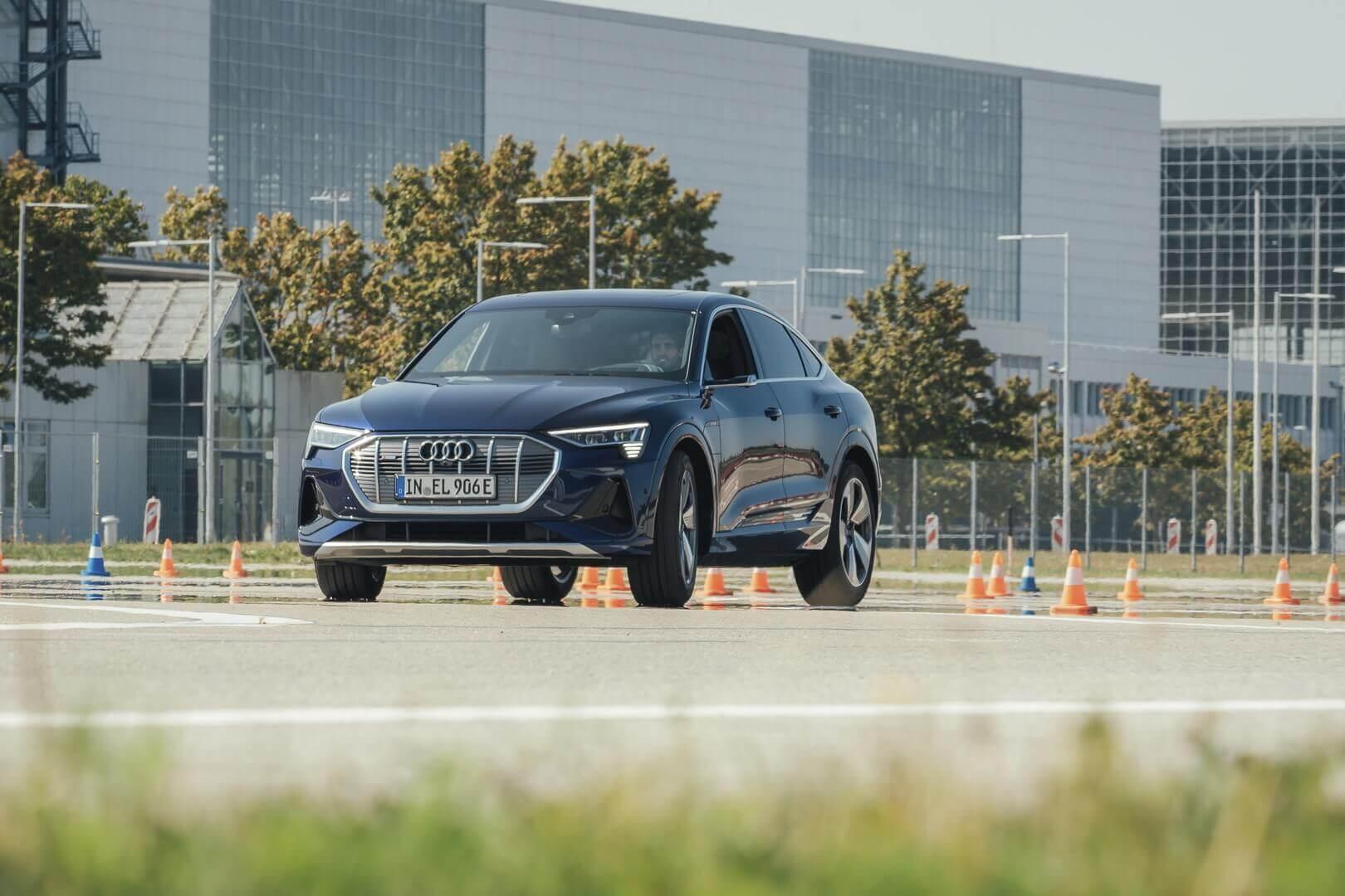 Тест-драйв игроками ФК «Бавария» Audi e-tron Sportback