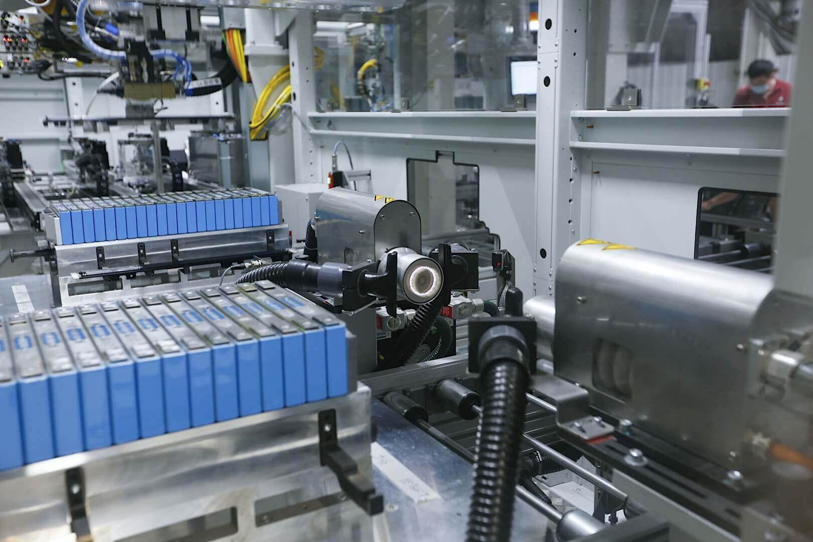 BMW запустит серийное производство аккумуляторных модулей в 2021 году в Германии