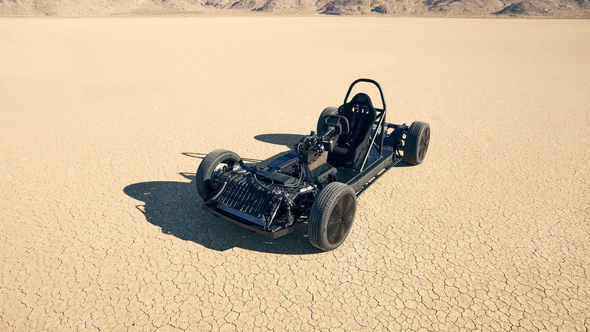 Canoo тестирует платформу-скейтборд в калифорнийской пустыне
