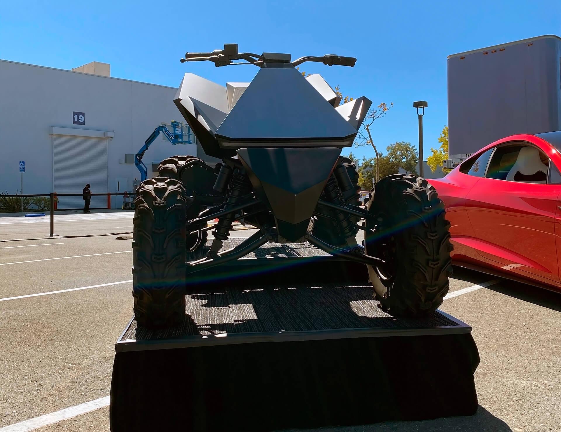 Tesla Cyberquad на Battery Day
