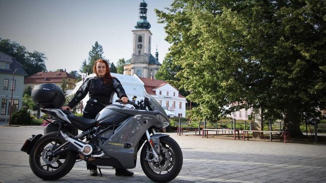 От Италии до полярного круга: Мириам Орланди на электрическом спортбайке Zero SR/S преодолела 7000 км