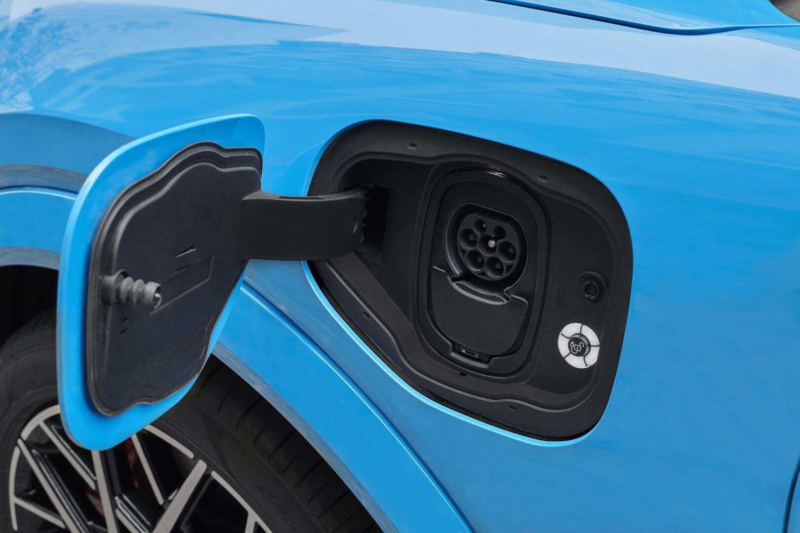 Зарядный порт электрического кроссовера Ford Mustang Mach-E