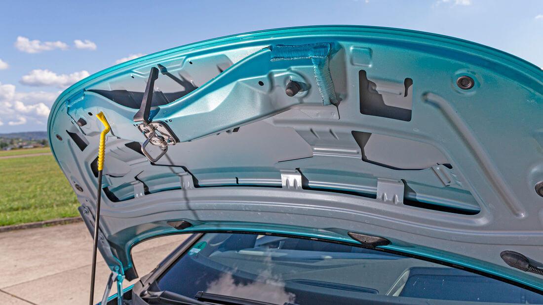 Автор немецкого издания Auto Motor und Sport заявляет, что панель кузова выглядит так, как будто она была окрашена из баллончика