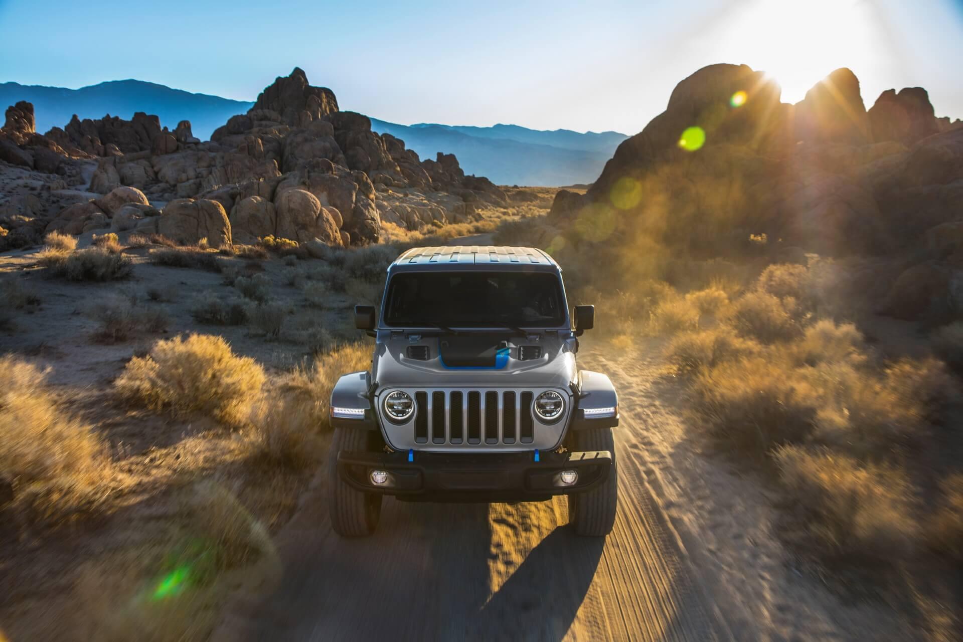 Фотография экоавто Jeep Wrangler 4xe - фото 15