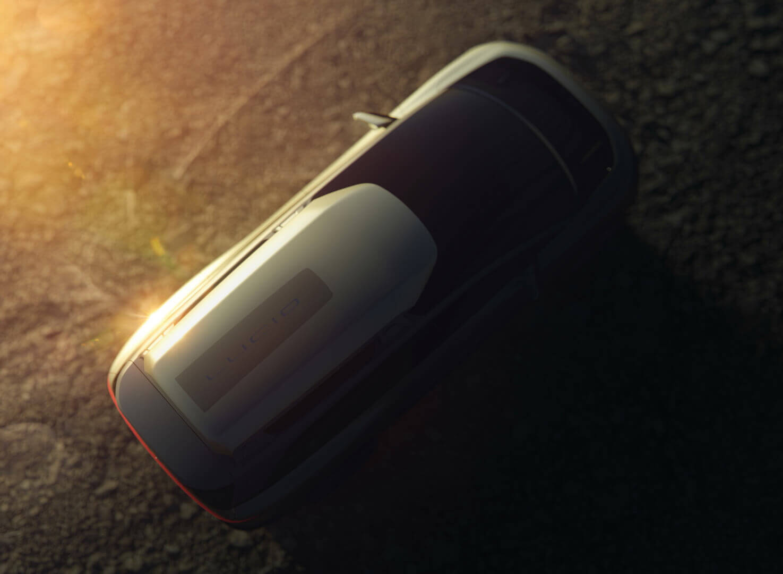 На фотографиях изображен багажник на крыше Lucid Gravity