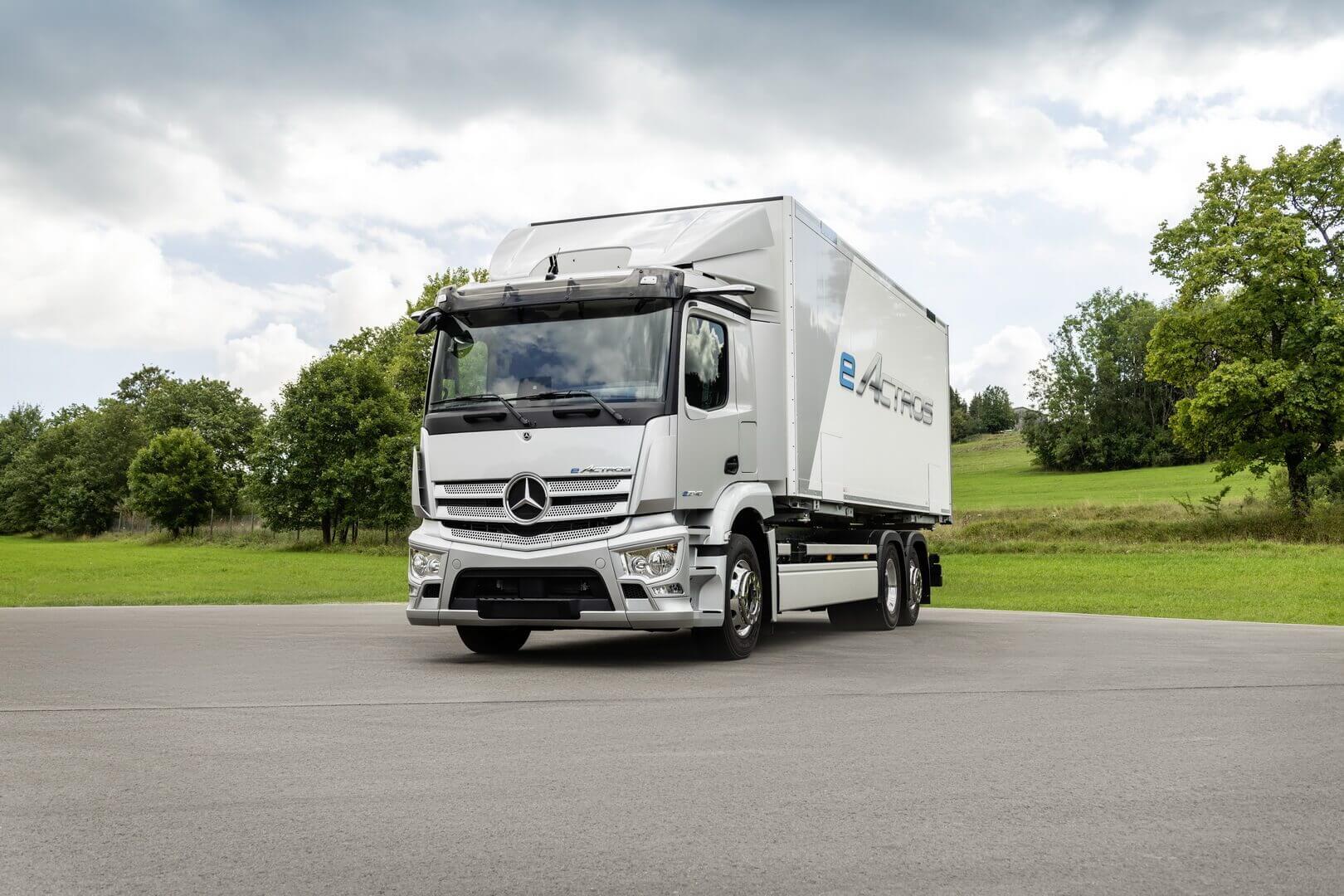 Полностью электрический грузовик Mercedes-Benz eActros сзапасом хода более 200км для городских перевозок