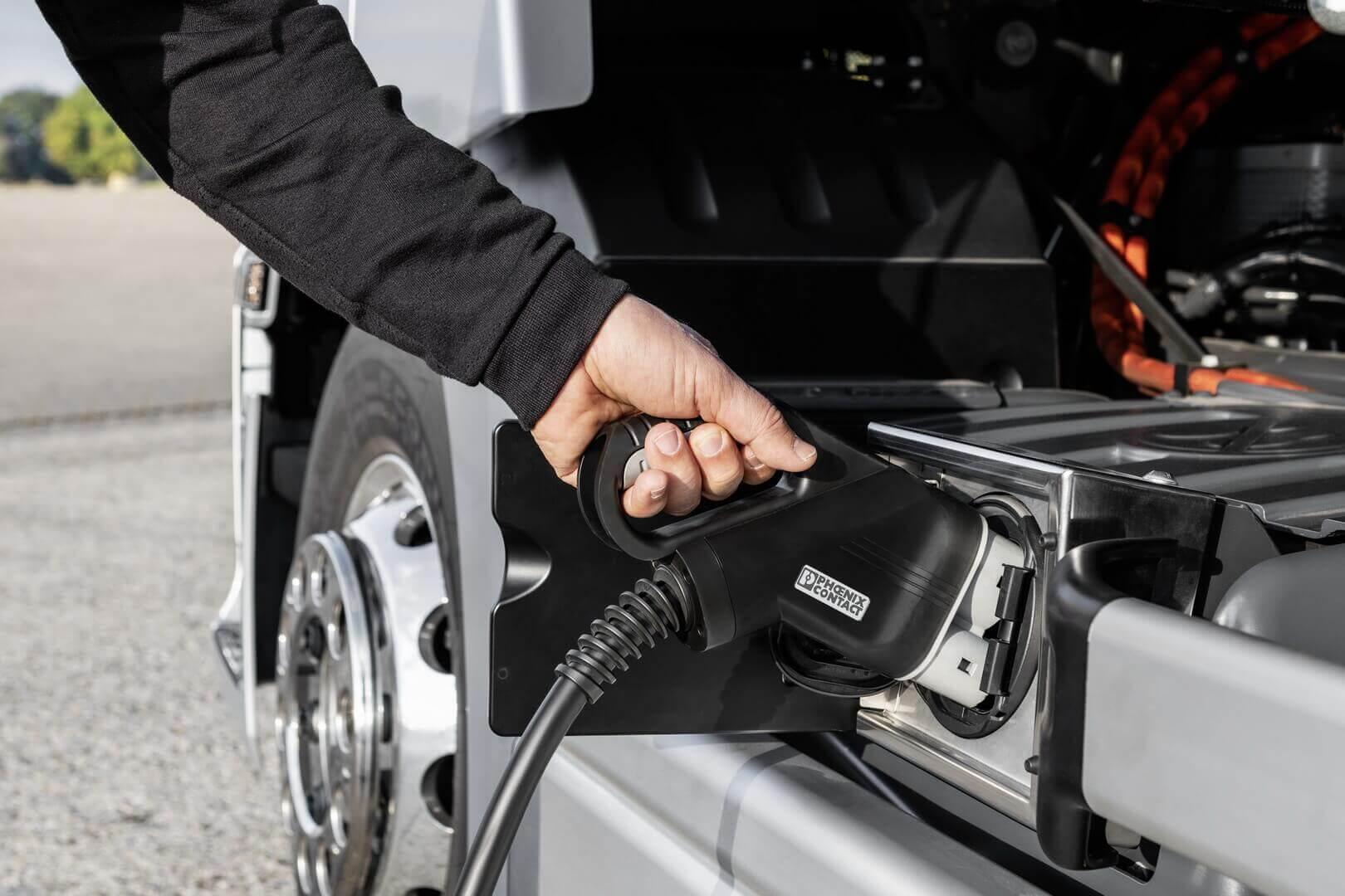 Зарядный порт Mercedes-Benz eActros