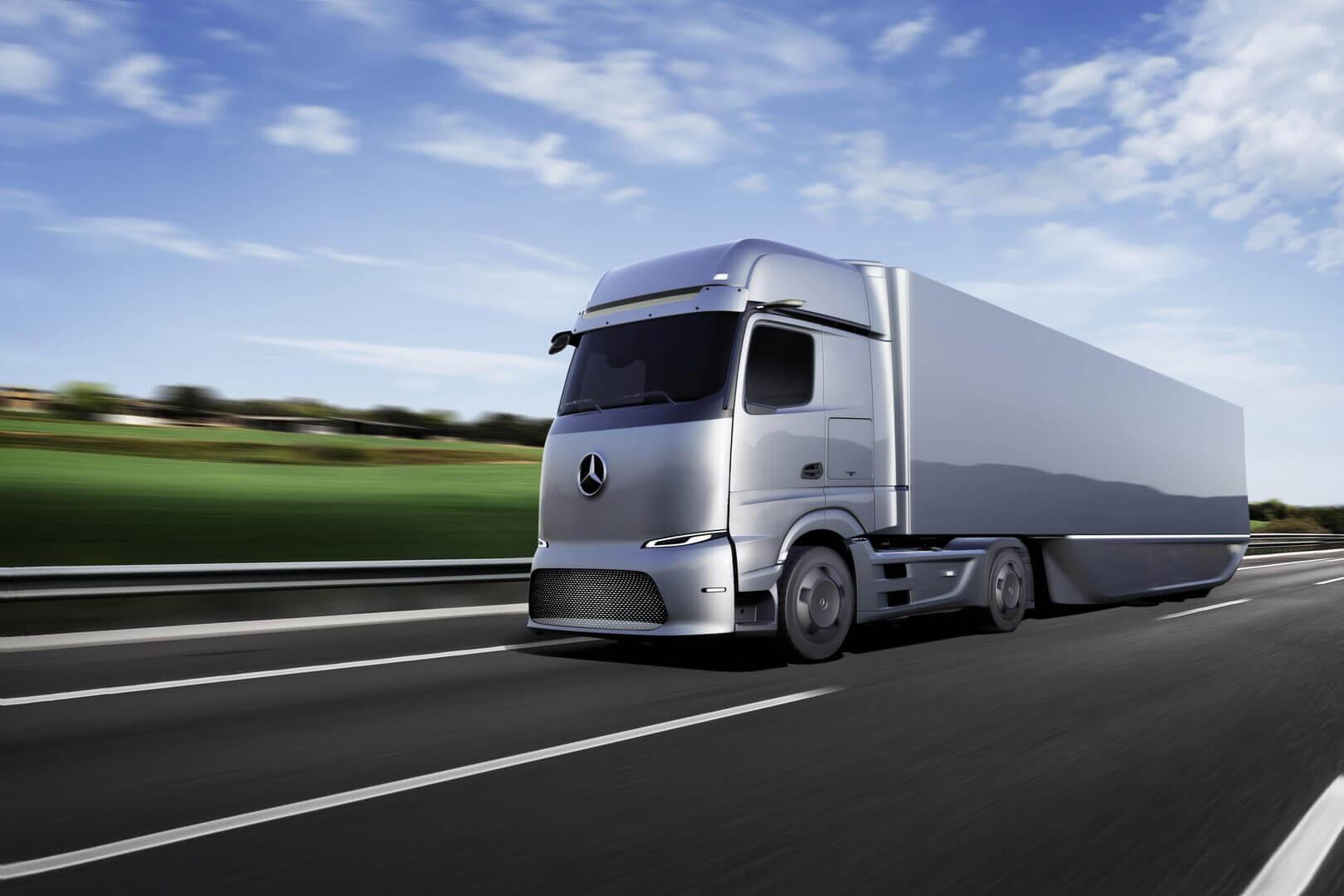 Полностью электрический грузовик Mercedes-Benz eActros LongHaul сзапасом хода 500км для дальних перевозок
