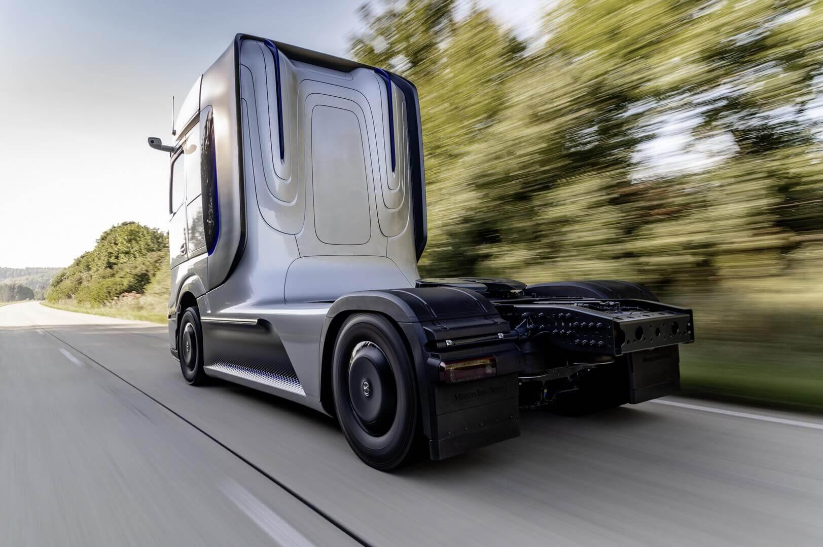 Концепт грузовика на топливных элементах Mercedes-Benz GenH2 Truck