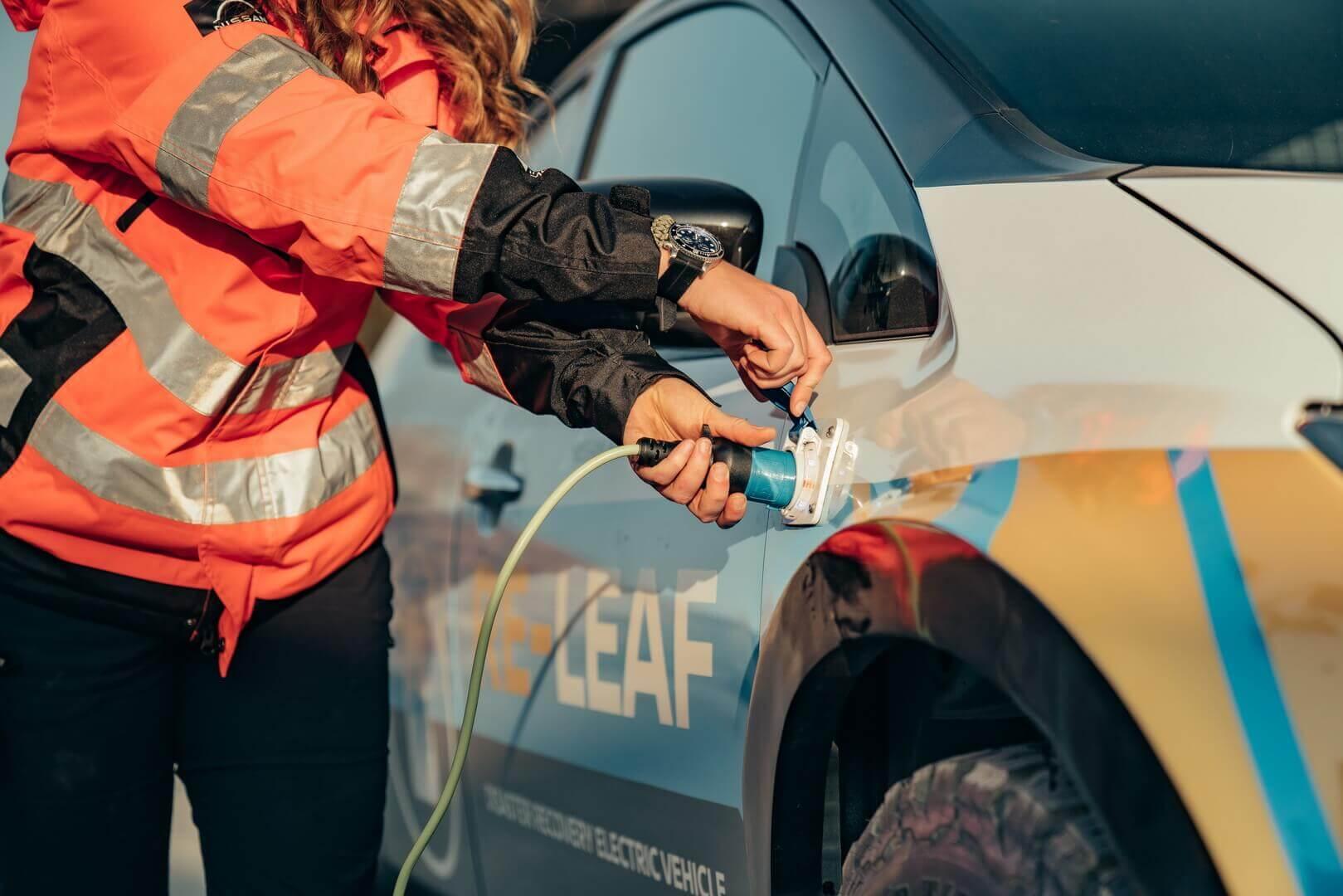 Имеется три розетки — две устойчивых к атмосферным воздействиям для легкого доступа и внутренняя бытовая розетка, установленная в багажнике