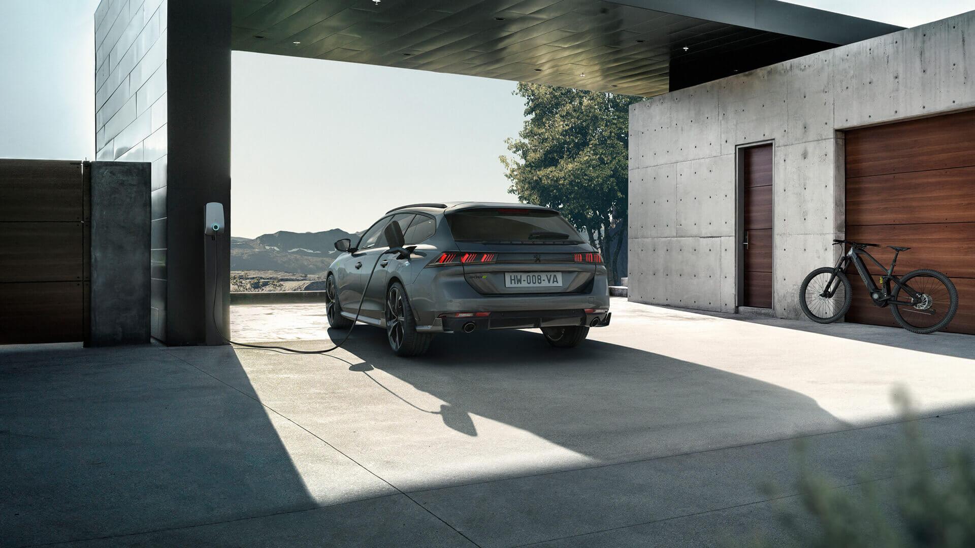 Peugeot 508 PSE: самая мощная модель марки с PHEV-трансмиссией
